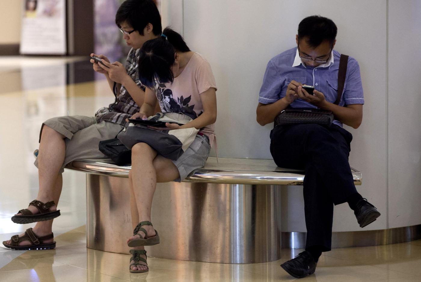 """In Cina arrivano i """"guardaroba"""" in cui parcheggiare i mariti durante lo shopping"""