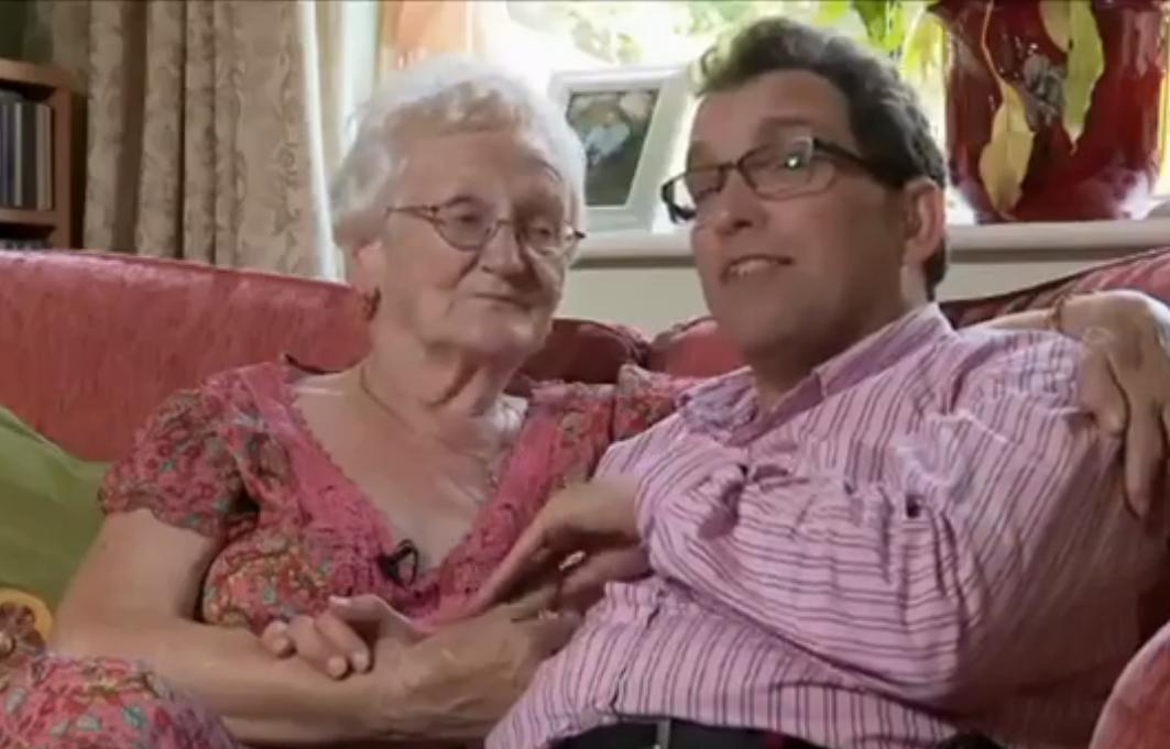 L'amore non ha età per Edna e Simon, lei ha 78 anni lui solo 39
