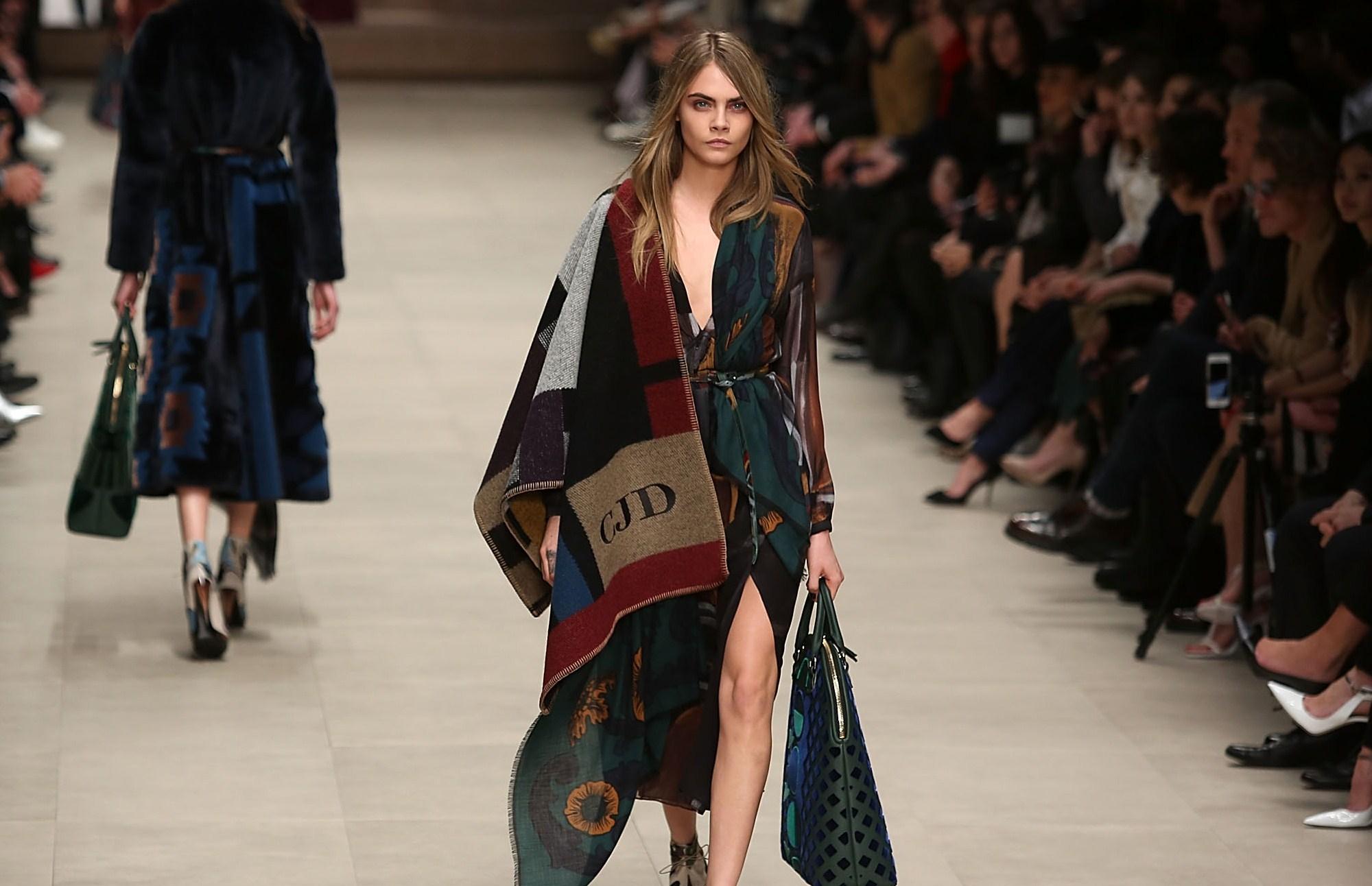 "London Fashion Week: Burberry Prorsum porta in passerella le ""Bloomsbury Girls"""