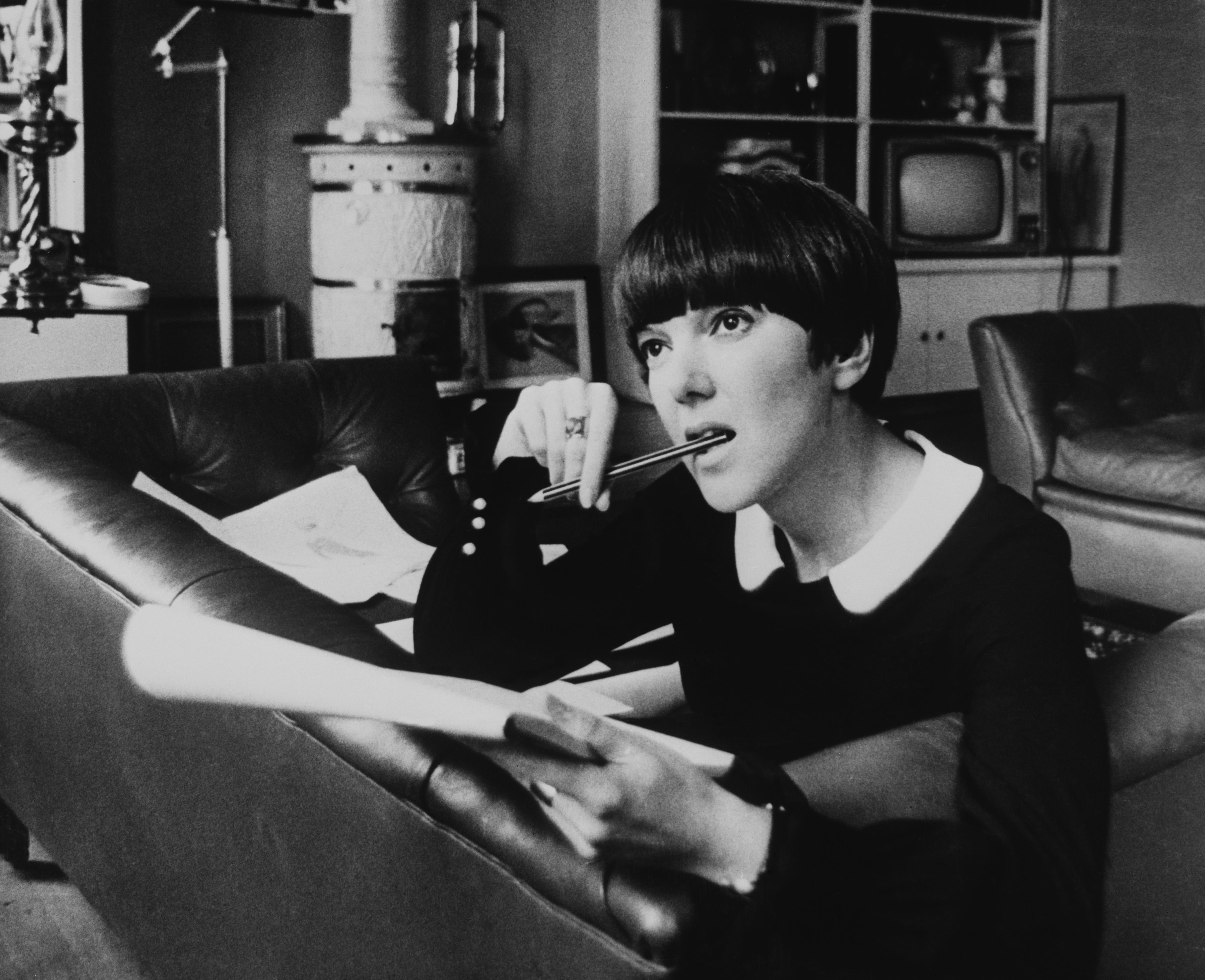 Gli 80 anni di Mary Quant, l'inventrice della minigonna (VIDEO)