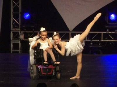 Gracie, la baby ballerina sulla sedia a rotelle che ha commosso il mondo (VIDEO)