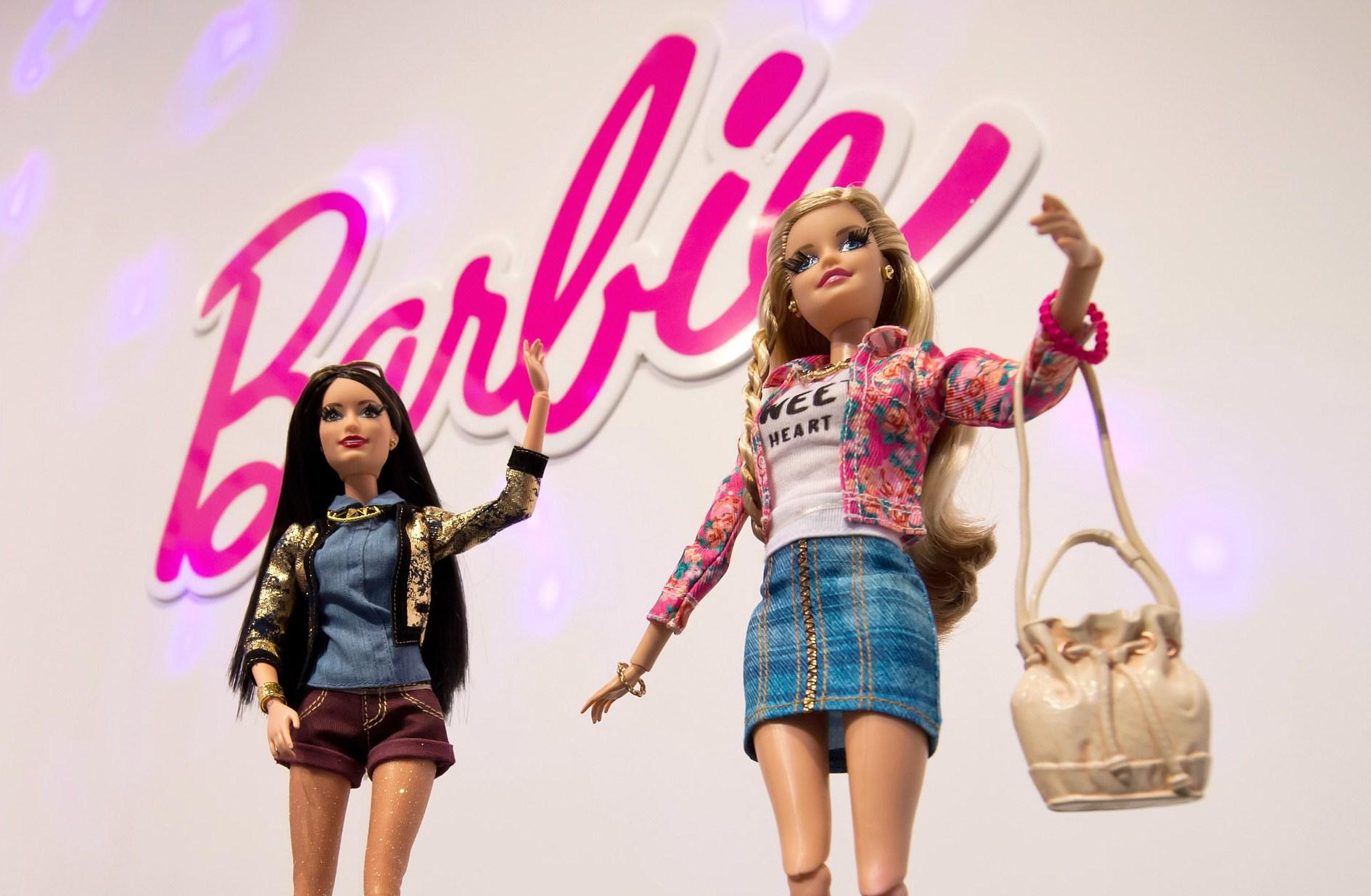 Secondo una ricerca Barbie blocca i sogni di carriera delle giovani donne