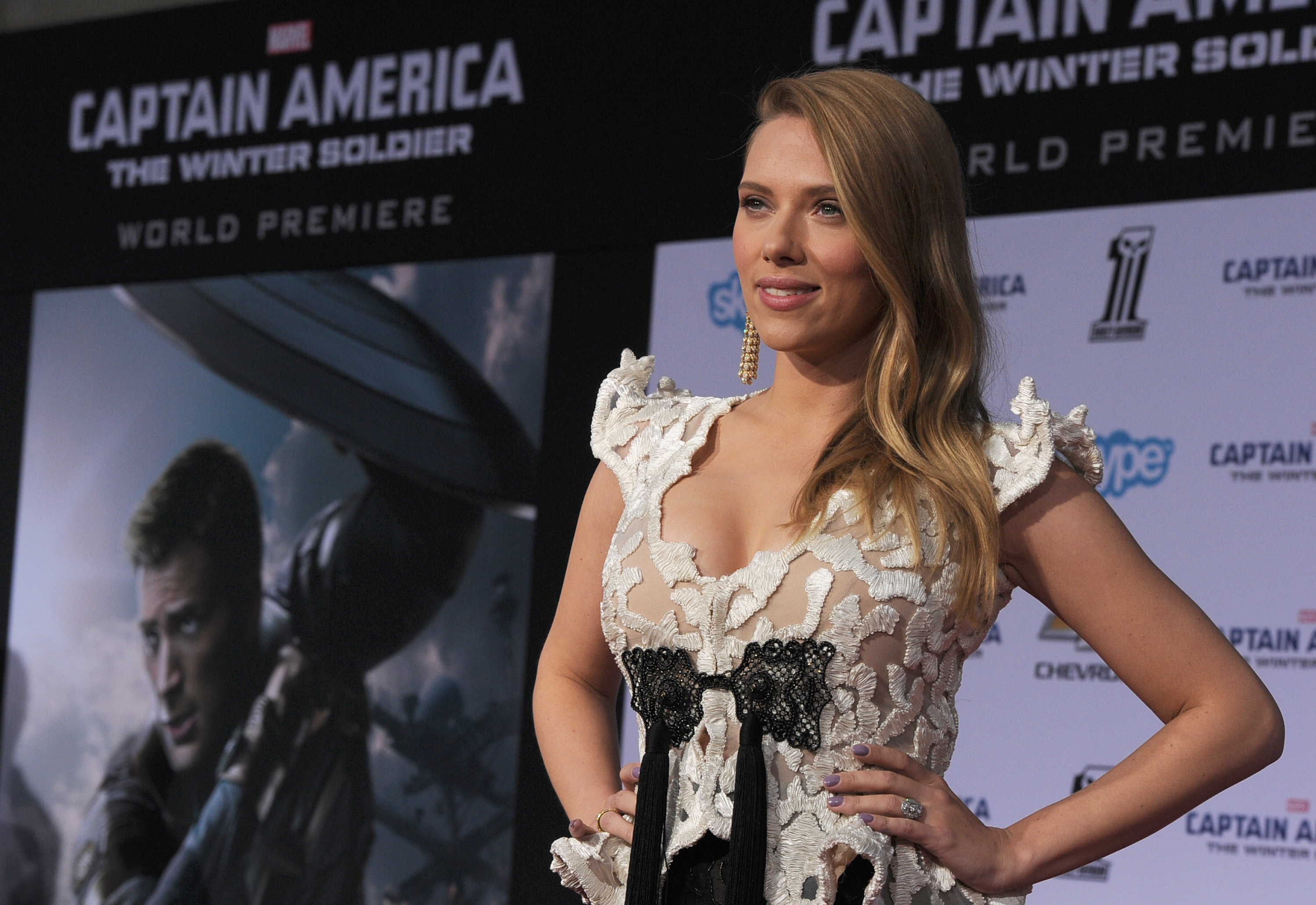 "Scarlett Johansson, sexy look alla prima di ""Captain America: The Winter Soldier"" (VIDEO)"