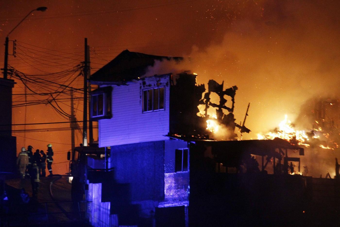 Muore a soli 23 anni in un incendio, la ragazza si è gettata tra le fiamme per salvare il fidanzato
