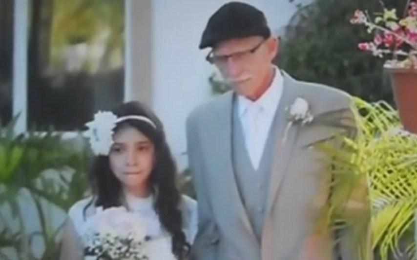 Padre con un cancro accompagna figlia all'altare perché non ci sarà più il giorno del suo vero matrimonio