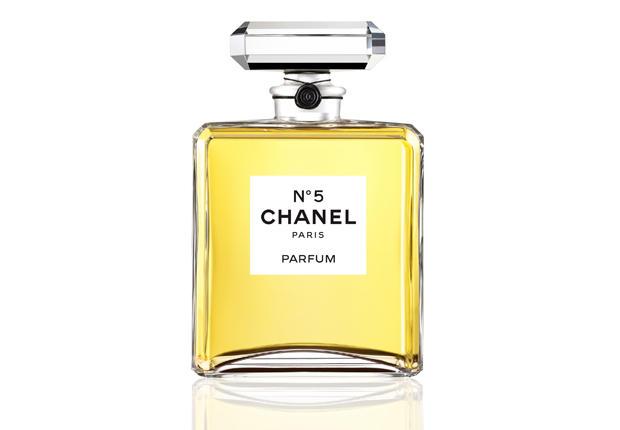 Chanel N.5, nuove norme dell'UE minacciano il celebre profumo