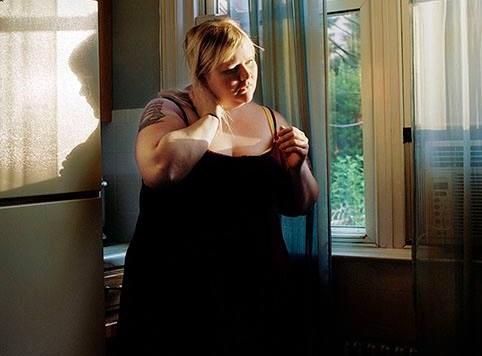 La donna che ha trascorso 11 anni a fotografare il suo corpo in sovrappeso