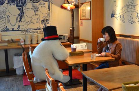 """Moomin, il pupazzo """"da compagnia"""" per non mangiare da soli (FOTO)"""
