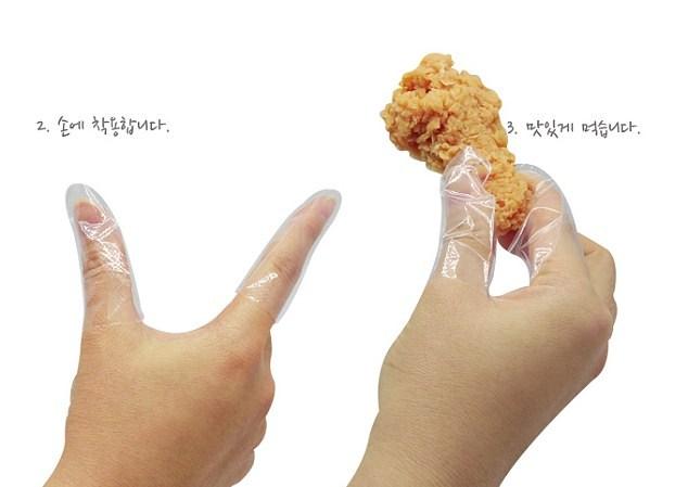 """""""Condom"""" per le dita, ecco come mangiare con le mani senza sporcarsi"""