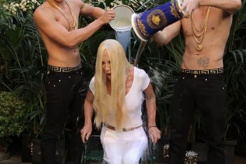 "Ice Bucket Challenge a ""sorpresa"" per Donatella Versace (VIDEO)"