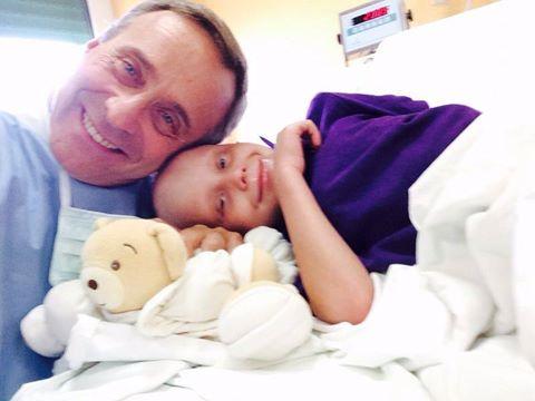 La commovente storia di Vittorio che a 7 anni combatte contro il cancro