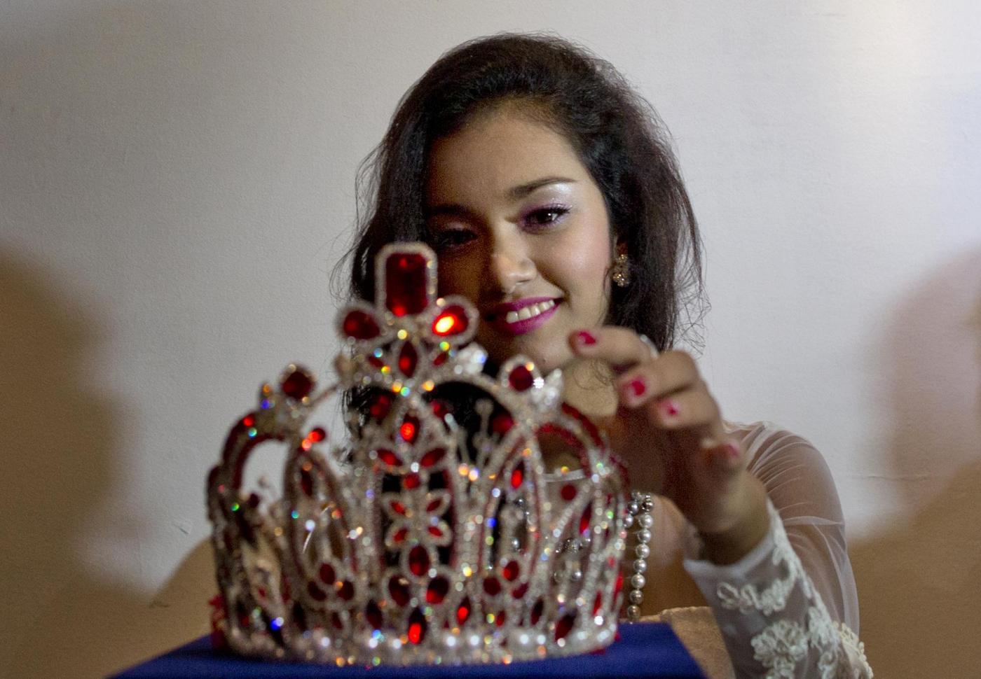 Reginetta accusata di furto: è scappata con la corona (FOTO)