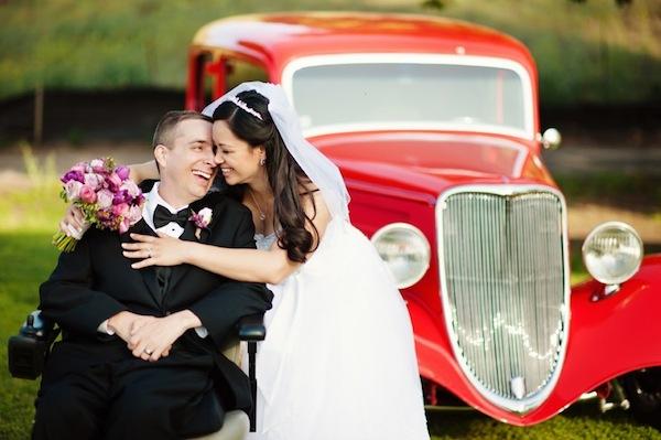 La SLA non ferma il loro amore: le commoventi foto del matrimonio