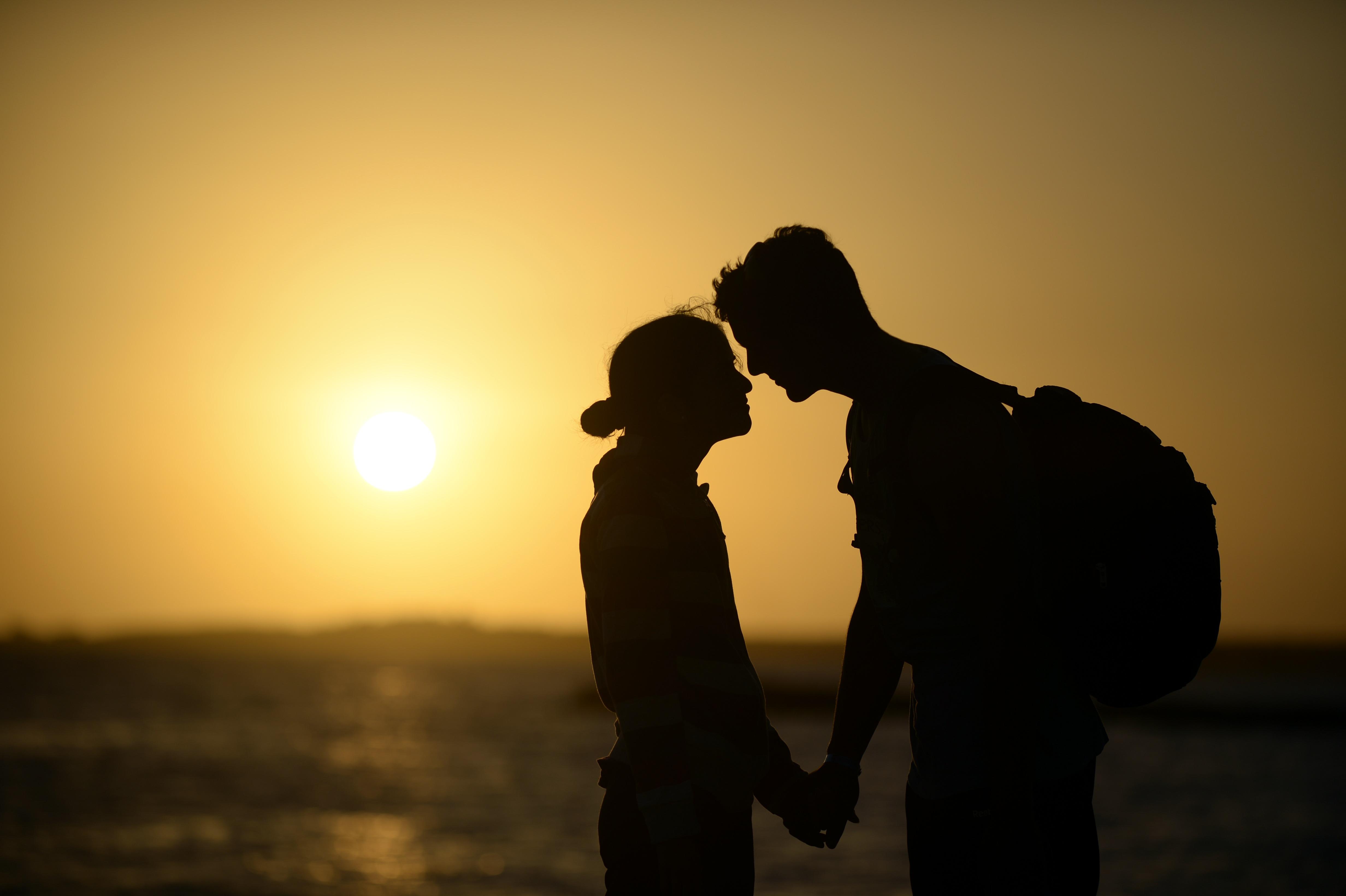 Si finge sorda per tenersi il fidanzato: ecco la storia di una follia d'amore
