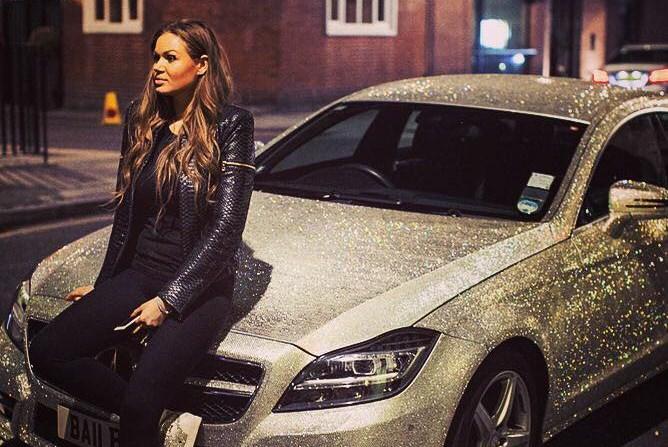 """Mette all'asta la Mercedes ricoperta di Swarovski: """"Mi ha annoiata"""" (FOTO)"""