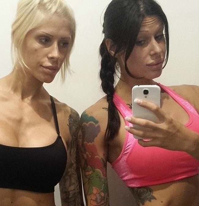 """Le gemelle ossessionate dalla chirurgia estetica: """"Dobbiamo rimanere identiche"""""""