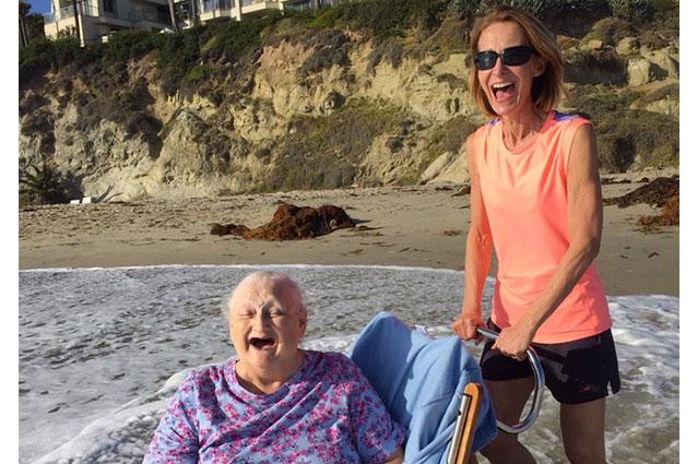 """""""Prima di morire voglio vedere l'oceano"""", una nonna realizza il suo sogno"""