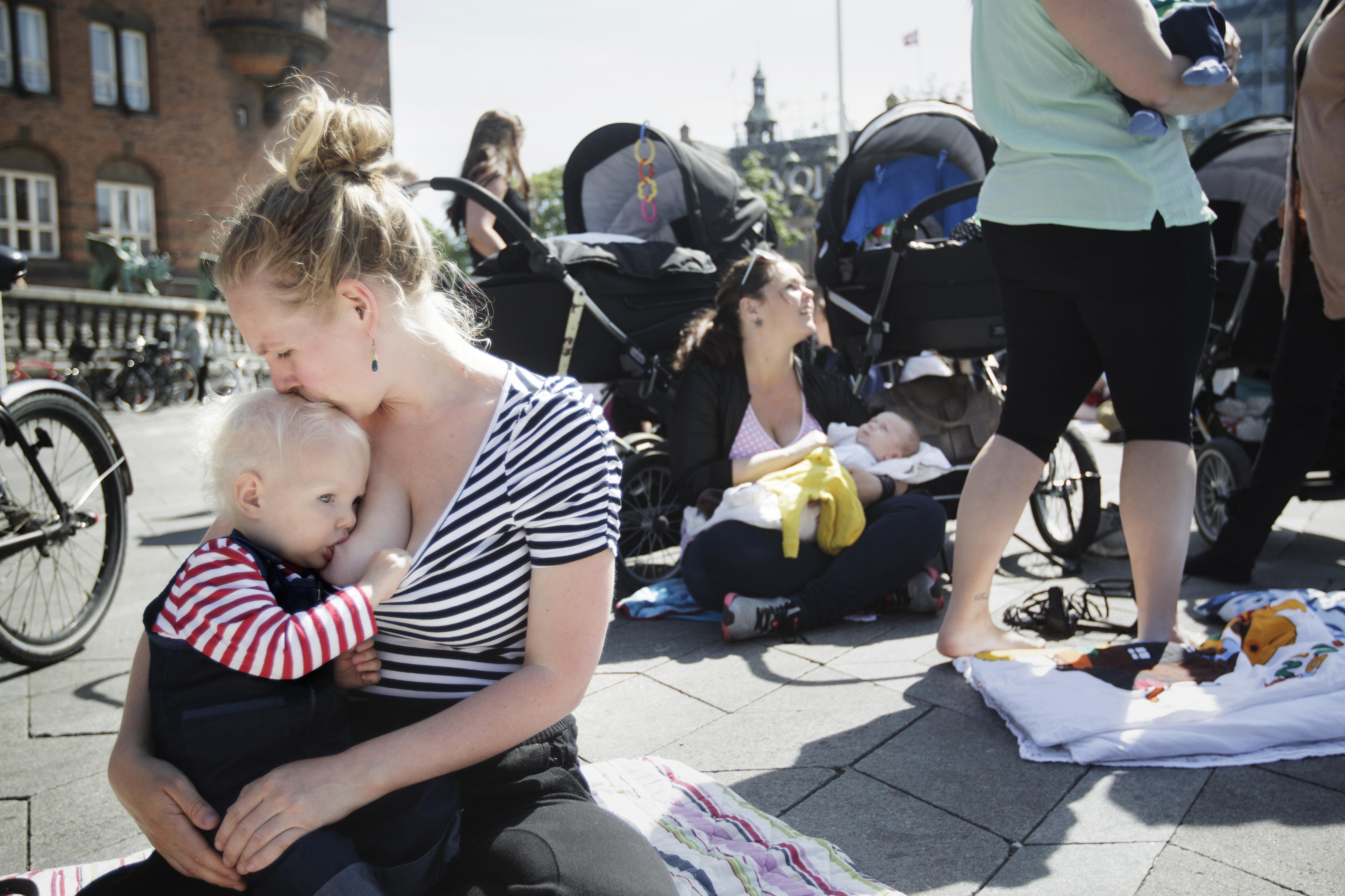 Il latte materno è fondamentale nella crescita del bambino: ecco perché