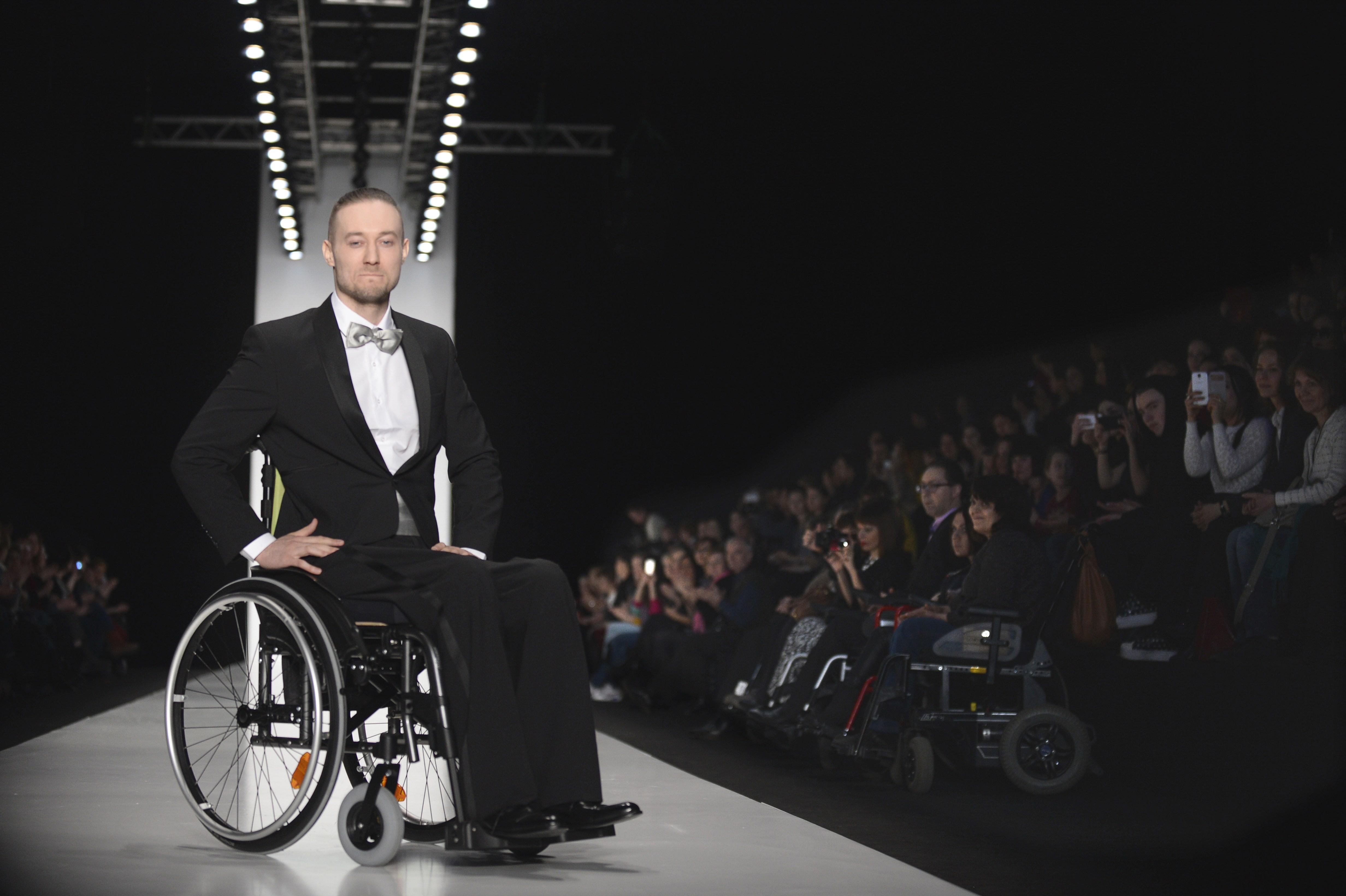 Funzionali ma eleganti, arrivano gli abiti per i portatori di handicap