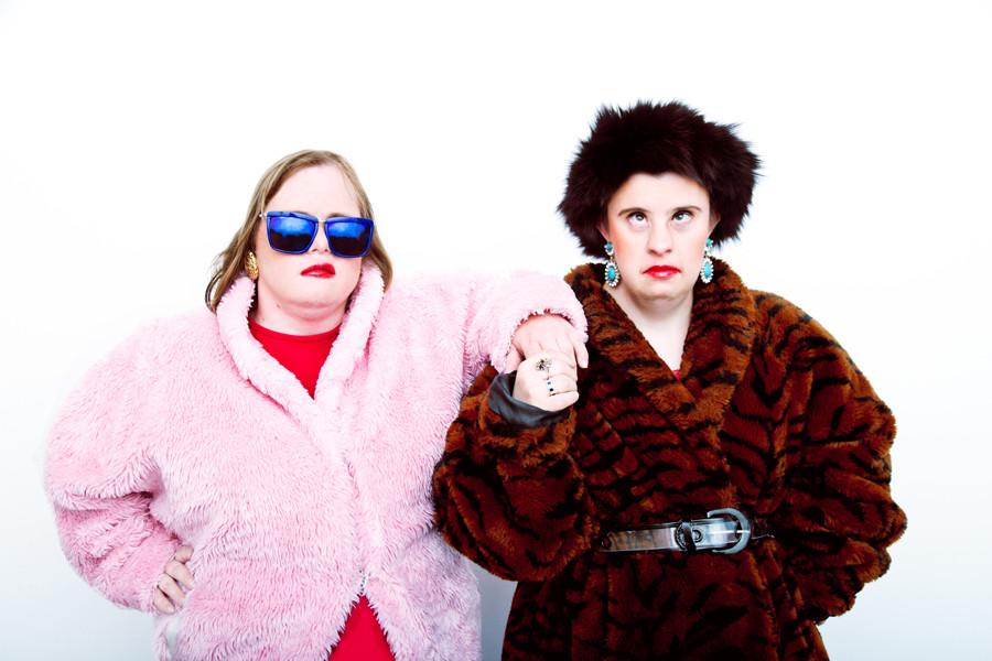 Affetti dalla Sindrome di Down, diventano modelli kitsch per un giorno (FOTO)