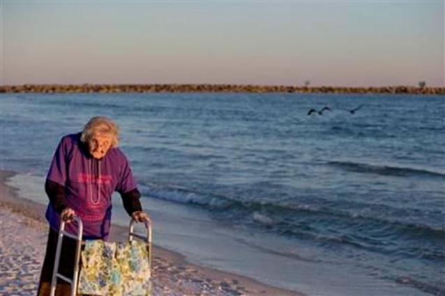 A 101 anni vede per la prima volta il mare: l'emozionante storia di Ruby