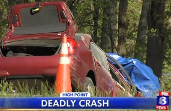 """Muore in un incidente d'auto mentre scrive """"'Happy' mi rende felice"""" su Facebook"""