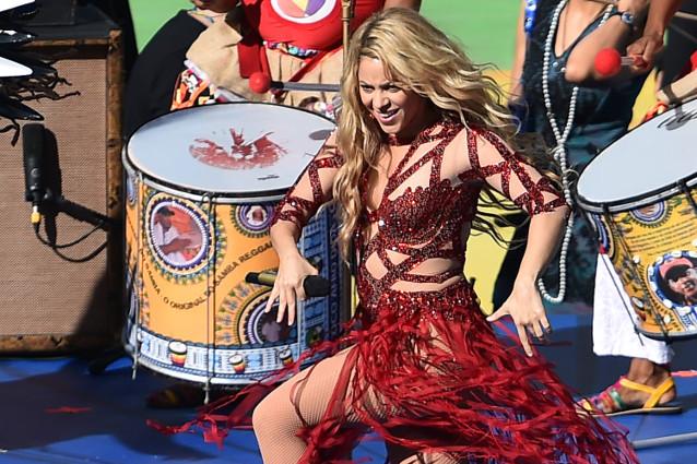 Mondiale 2014: una bellissima Shakira chiude la rassegna (VIDEO E FOTO)