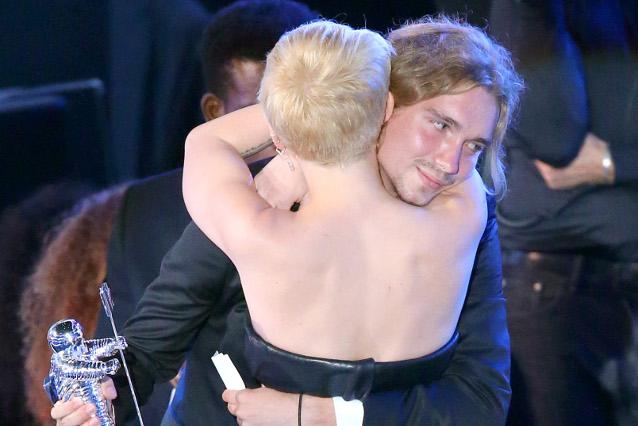 Chi è Jesse, il ragazzo che ha ritirato il premio di Miley Cyrus agli MTV VMA 2014