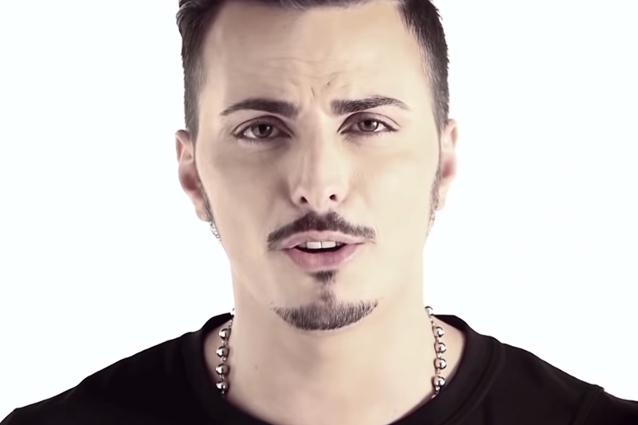 """Tony Colombo presenta il nuovo singolo e ammette: """"Orgoglioso di essere neomelodico"""" (INTERVISTA)"""