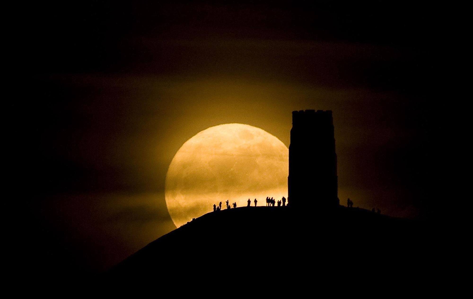 """Super Luna, Saturno e Marte, protagonisti """"spaziali"""" dei cieli di maggio"""