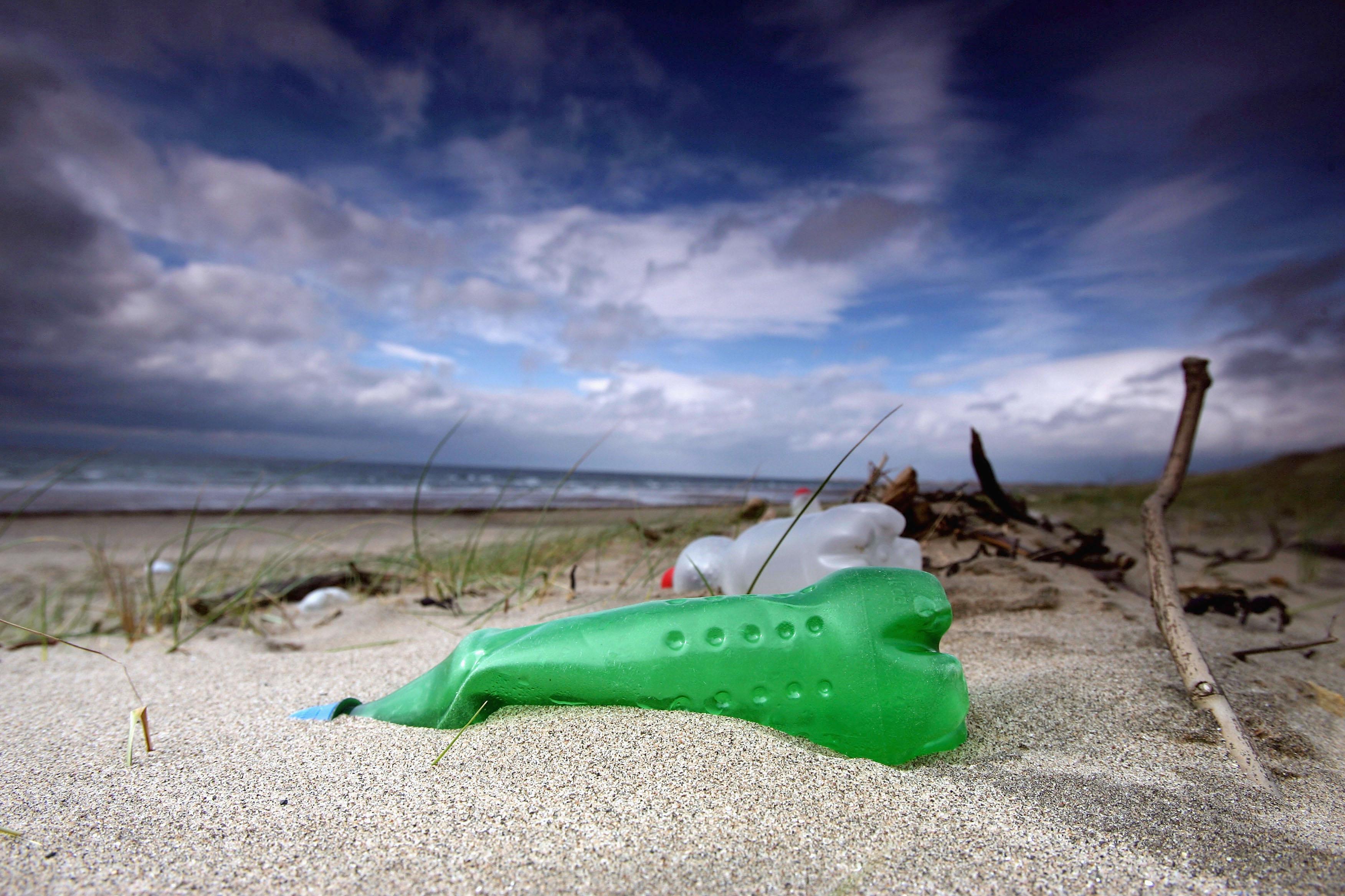 Il Mar Mediterraneo soffocato dalla plastica