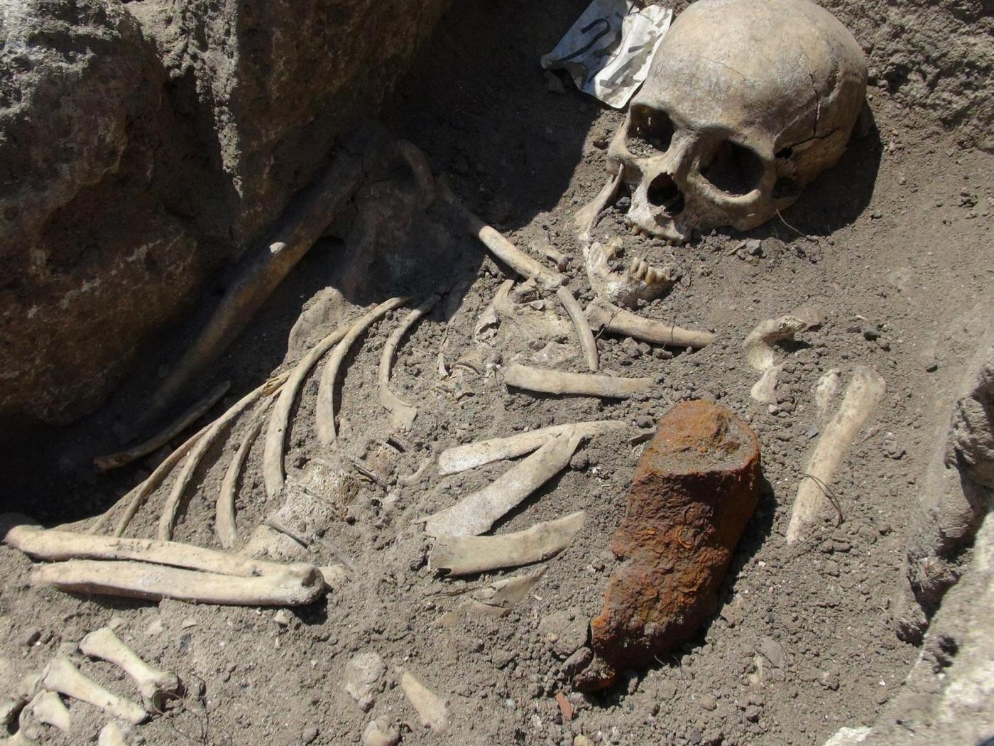 """Gli scheletri di due """"vampiri"""" rinvenuti in Bulgaria"""