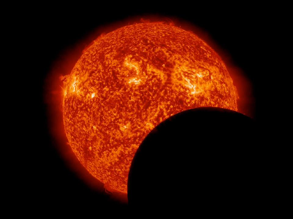 Le due eclissi solari fotografate dalla sonda SDO (FOTO)
