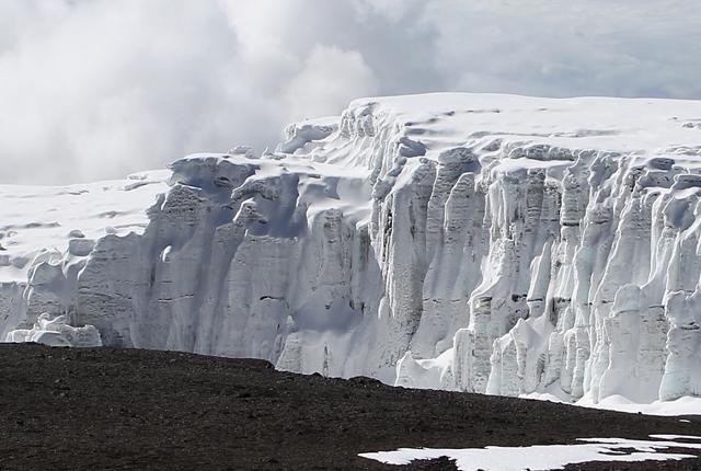"""Lo scioglimento dei ghiacciai minaccia la Terra: """"Non possiamo continuare ad ignorarli"""""""