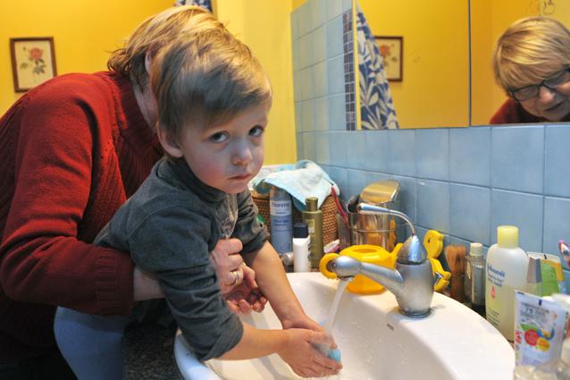 Solo il 5% delle persone si lava bene le mani dopo aver usato il bagno