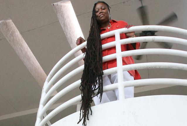Capelli lunghi 16 metri: un pericolo per la salute della vincitrice del Guinness (FOTO)