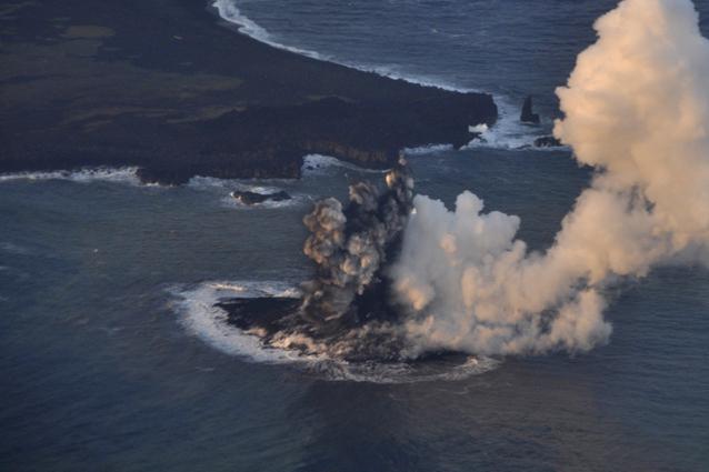 Nuova isola in Giappone creata da un vulcano sommerso