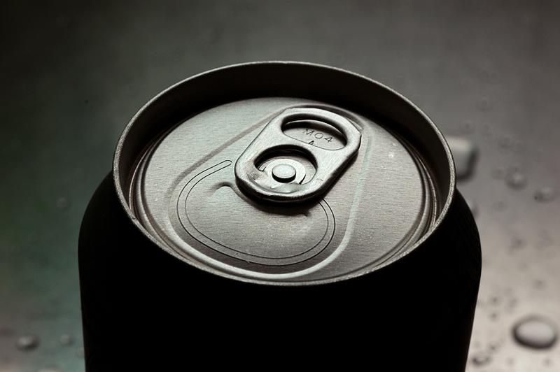 Il gonfiore inarrestabile dopo un sorso da una lattina di birra (FOTO)