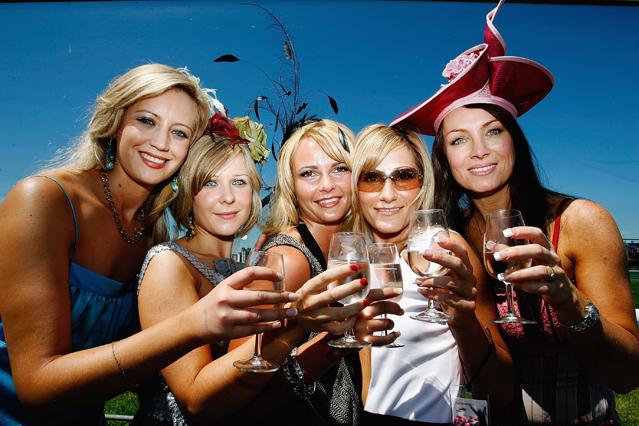Un bicchiere di vino al giorno? Il cervello invecchia di 10 anni