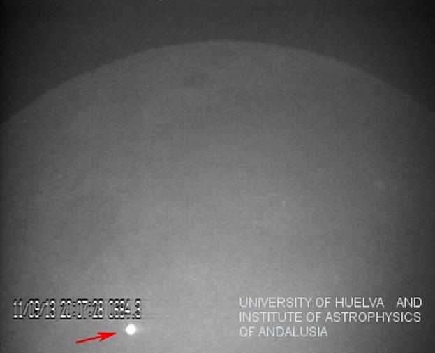 Meteorite cade sulla luna: l'impatto più luminoso mai visto dalla Terra (VIDEO)