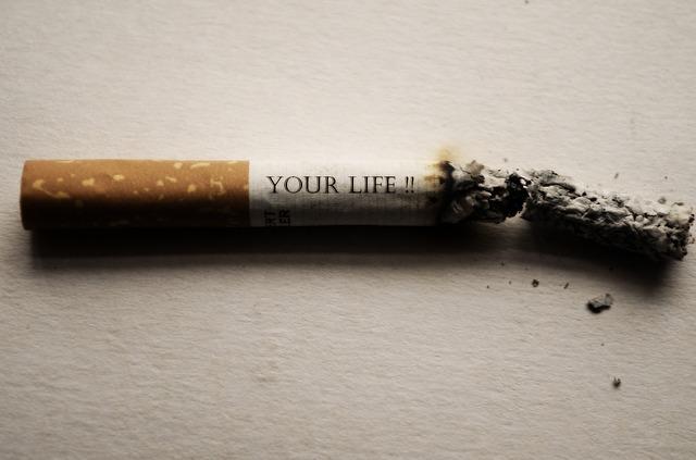 Fumare al risveglio aumenta il rischio di cancro ai polmoni