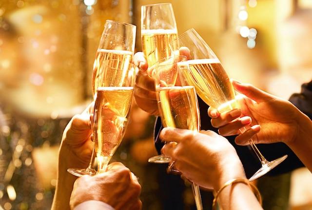 Champagne, secondo gli studiosi è meglio servirlo in un normale bicchiere da vino