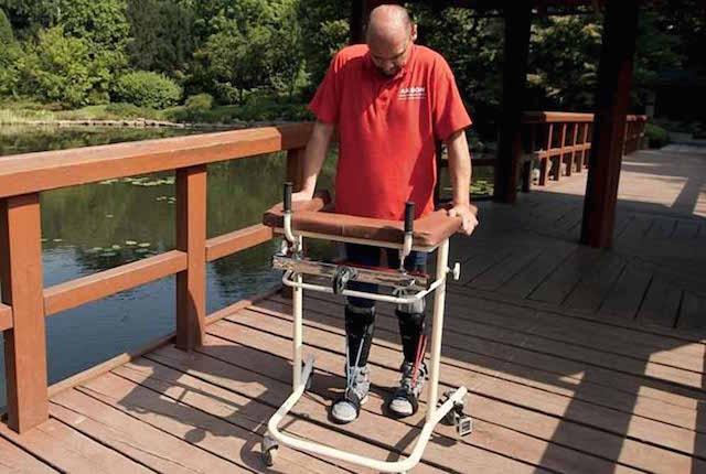 Un uomo paralizzato è tornato a camminare grazie al trapianto di cellule staminali