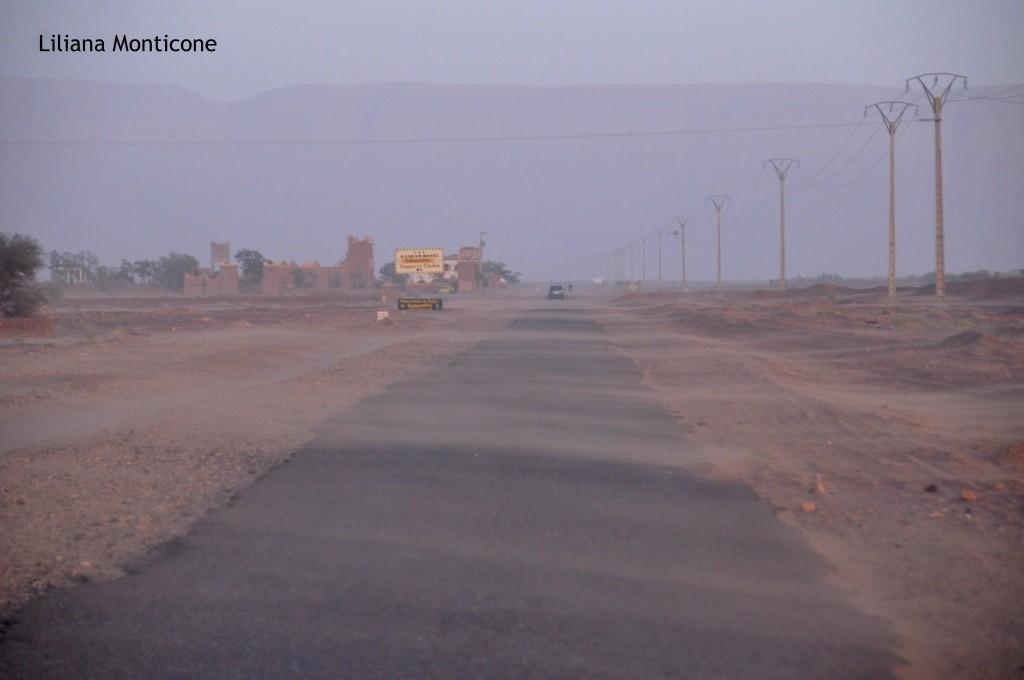 tempesta di sabbia nel deserto del sahara
