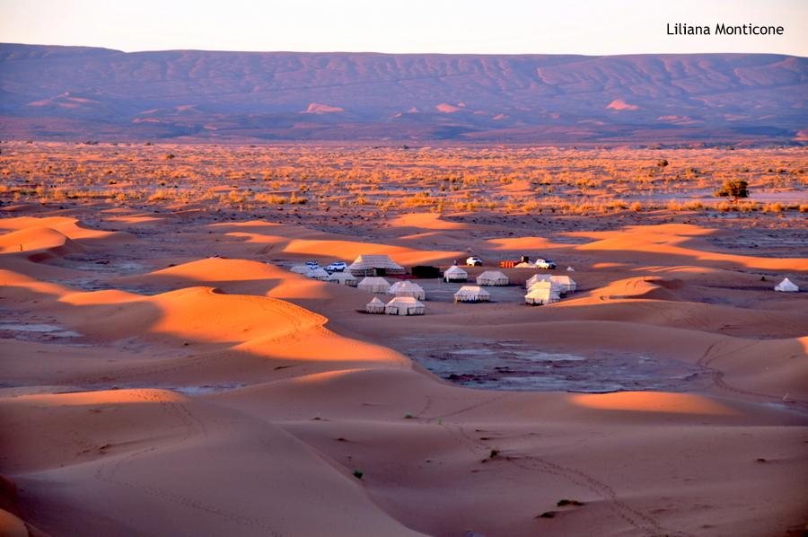 marocco deserto del sahara accampamento tendato alba sulle dune