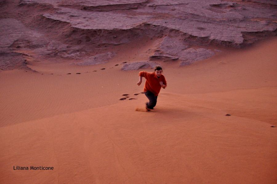 marocco deserto del sahara accampamento tendato tramonto sulle dune di sabbia