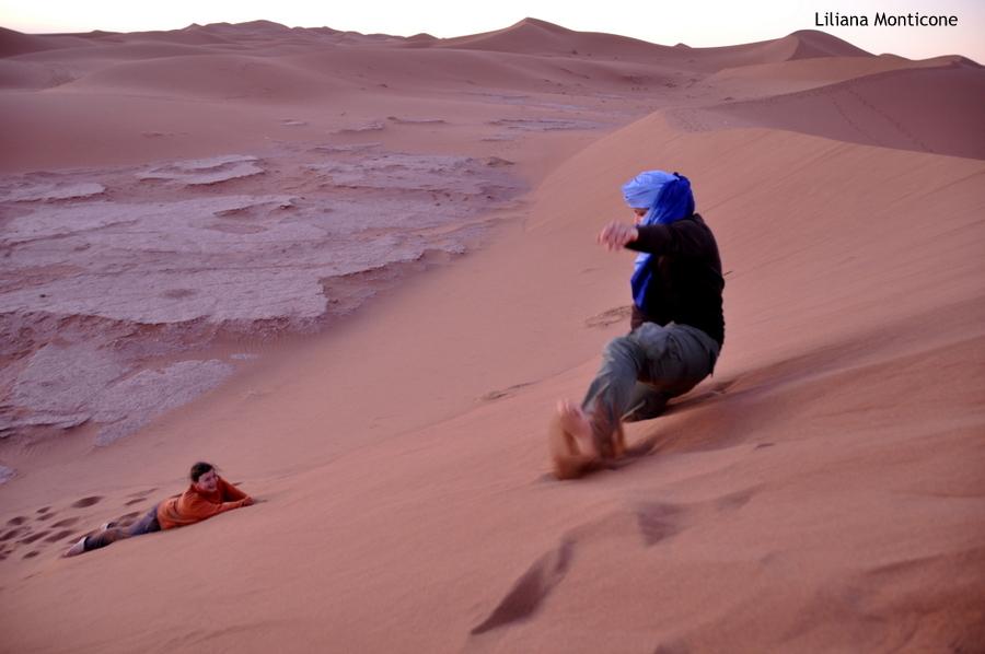 marocco deserto del sahara accampamento tendato alba sulle dune di sabbia