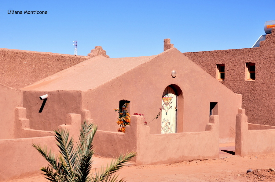 kasbah alle porte del deserto del sahara