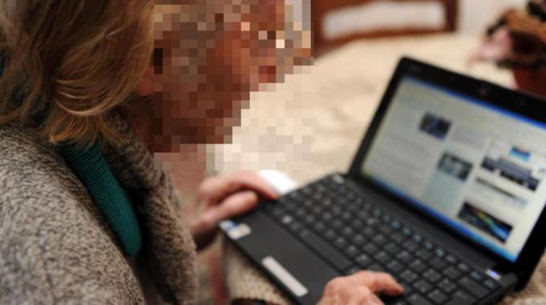 """""""Nonna hacker"""" ruba soldi dalla carta di credito di un operaio"""