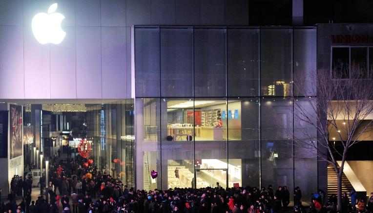 Apple si scusa con la Cina ma il titolo in borsa scende in picchiata